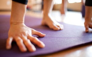 yoga-hands-mat
